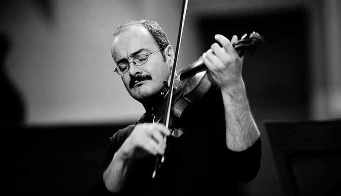 Gordan Nikolic tocando el violín